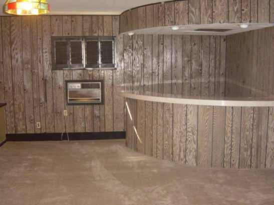 Bad 70s paneling. BAD.