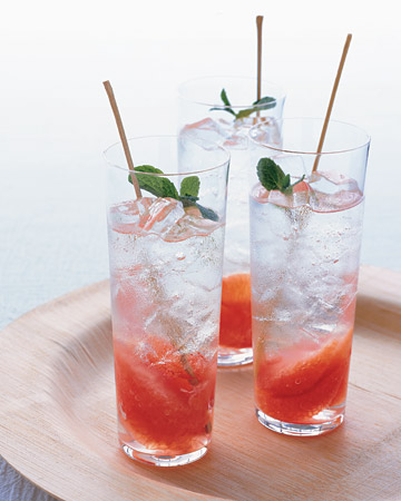 Grapefruit and Mint Mojitos
