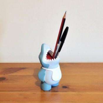 chums-shark-desk-tidy-pen-pencil-pot-480x480