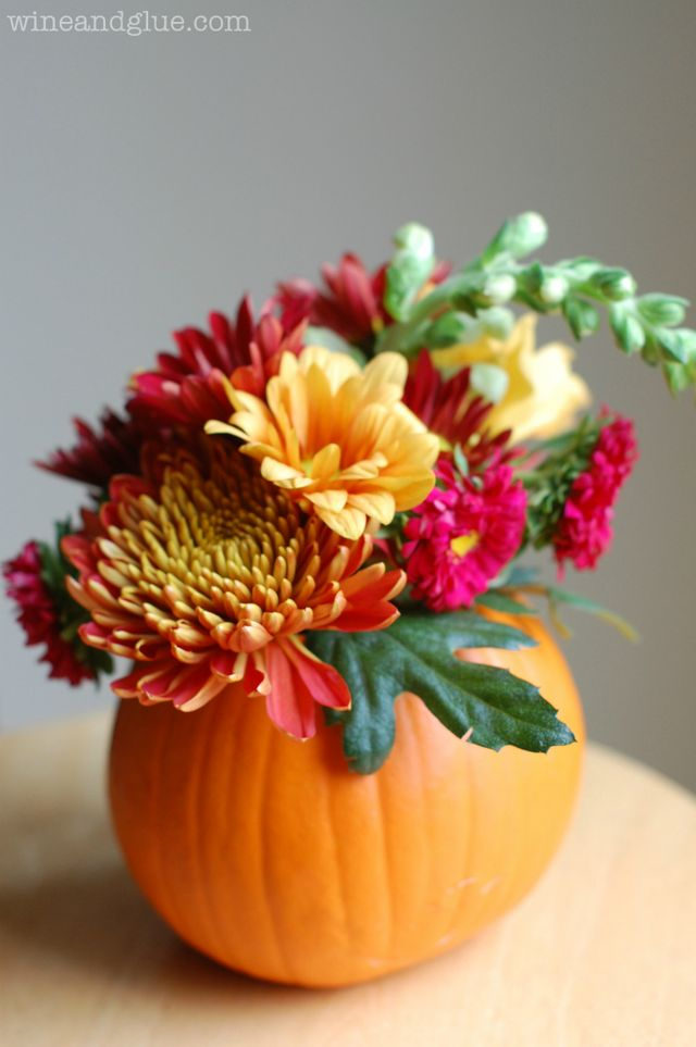 13 creative diy thanksgiving centerpieces fun goods for for Simple pumpkin centerpieces