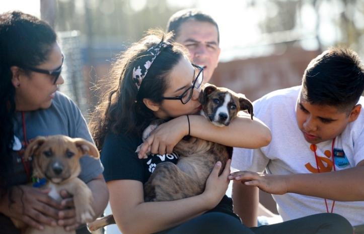 Family-volunteer-Best-Friends-Orona-Sosa-6990
